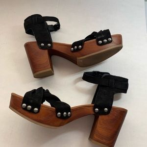Lucky Brand Shoes - Lucky Brand Whitneigh Wood Heels MISMATCHED 6/6.5